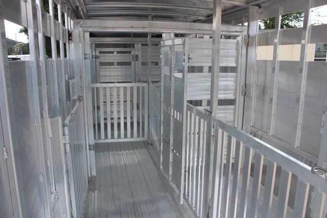 2021 Featherlite 8127 - LIVESTOCK 24' LIVESTOCK SHOW TRAILER WITH PEN SYSTEM RAMPS CONROE, TX 19