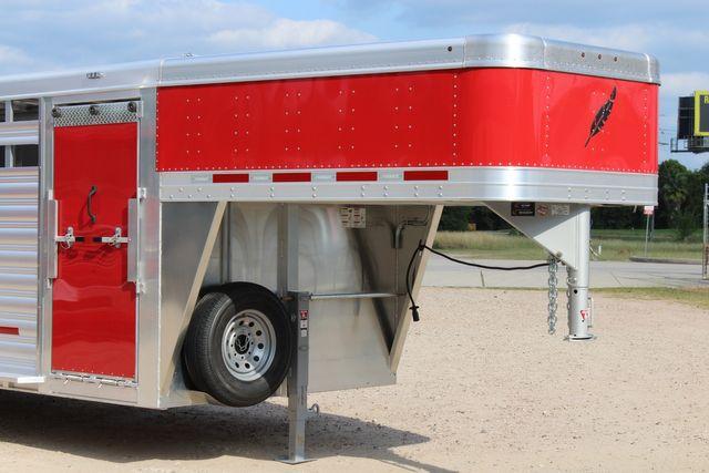 2021 Featherlite 8127 - LIVESTOCK 24' LIVESTOCK SHOW TRAILER WITH PEN SYSTEM RAMPS CONROE, TX 2
