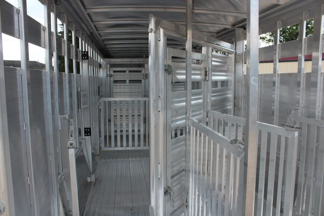 2021 Featherlite 8127 - LIVESTOCK 24' LIVESTOCK SHOW TRAILER WITH PEN SYSTEM RAMPS CONROE, TX 20