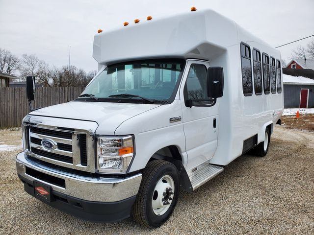 2021 Ford E350 DIAMOND COACH Wheelchair Accessible Bus in Alliance, Ohio 44601