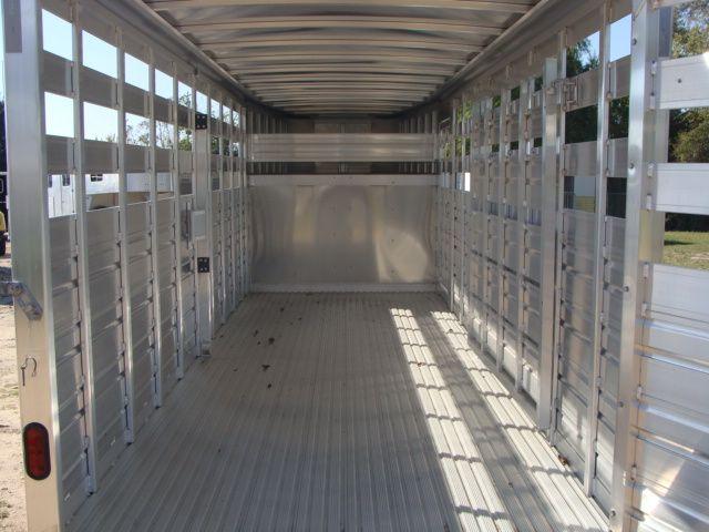 2022 Featherlite 8117 - 20' LIVESTOCK GOOSE NECK ALUMINUM TRAILER 3 VENTS in Conroe, TX 77384