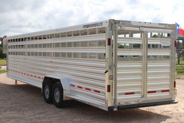2022 Featherlite 8127 32' Livestock Trailer 7' Wide 2 Cut Gates 3 Slats in Conroe, TX 77384
